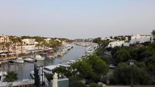 Blick in den Yachthafen Richtung Meer
