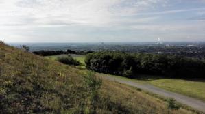 Blick zum Gipfelkreuz und Richtung Oberhausen