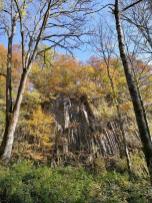 Mächtige Felsformationen am Rande der Wolfsschlucht