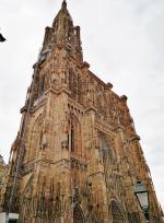Huch, da fehlt doch ein Turm. Blick auf die Westfassade aus nördlicher Richtung.