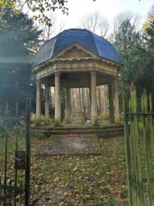 """Tempel der Ruhe mit dem Friedhof der Adeligen """"von Bodelschwingh"""""""