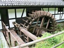 Das Wasserrad zum Antrieb der Schleif- und Poliersteine (Foto: Frank Vincentz | http://commons.wikimedia.org | Lizenz: CC BY-SA 3.0 DE)