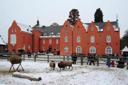 Innenhof von Schloss Bloemersheim (Foto: Disk/Cat | http://commons.wikimedia.org | Lizenz: CC BY-SA 3.0 DE)