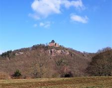 Blick über das Rurtal hinweg zur Burg Nideggen