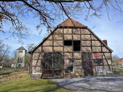 Scheune am Rande des Schlossgeländes