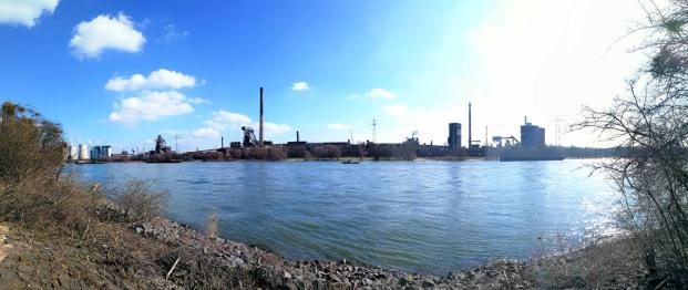 Panoramablick hinüber zum Stahlwerk