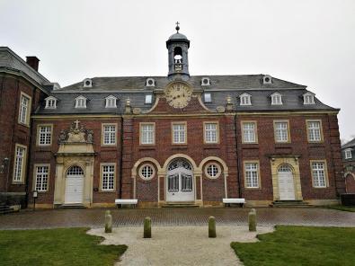 Der Ostflügel mit der Schlosskapelle