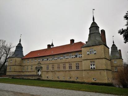 Blick von Westen auf das Schloss Westerwinkel