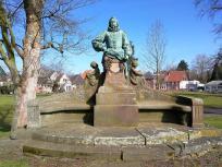 Denkmal für Graf Arnold von Steinfurt gegenüber dem Torhaus