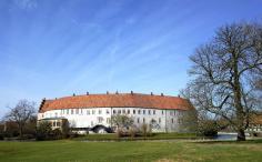 Blick von Südosten auf das Schloss