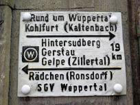 Wanderschild an einem Haus in Wuppertal Sudberg