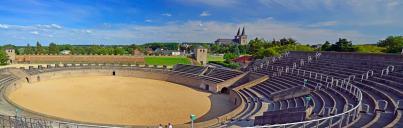 Blick vom Amphitheater zur Innenstadt von Xanten mit dem Dom (Foto Guido Radig   http://commons.wikimedia.org   Creative-Commons-Lizenz)