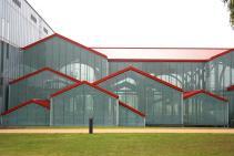 Überdachung der Fundamente der großen Römertherme (Foto Frank Vincentz | http://commons.wikimedia.org | Creative-Commons-Lizenz)