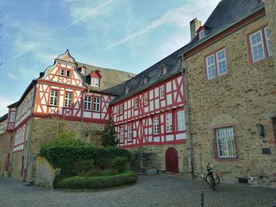 Gebäude auf der alten Burg - heute Sitz der Gemeindeverwaltung