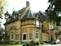 Die Villa Rothschild, heute Sitz eines Kempinski-Hotels (Foto Simplex2   http://commons.wikimedia.org   Lizenz: CC BY-SA 3.0 DE)