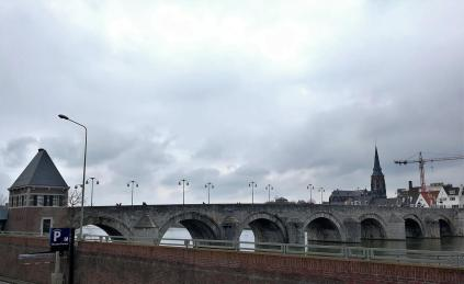 Die 160 Meter lange Sankt-Servatius-Brücke (Sint Servaasbrug) wurde 1280 fertiggestellt.