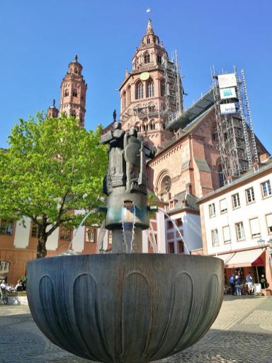 Blick vom Leichhofbrunnen auf dem Dom