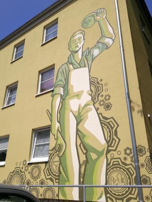 Hausbemalung im DDR-Stil an der Nordhauser-Straße