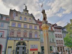 """Die Skulptur """"Römer"""" am Fischmarkt"""