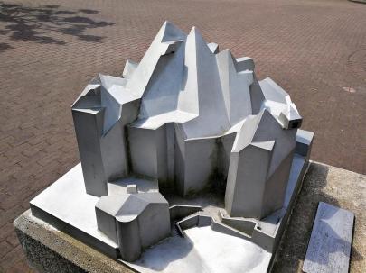 Das Modell des Doms auf dem Vorplatz
