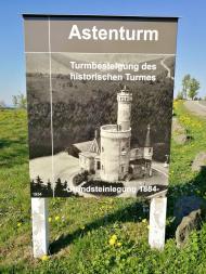 Luftbild der historischen Bebauung des Gipfels