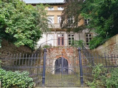 Verwunschen wirkendes Haus in der Kirchstraße