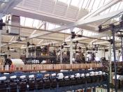 Großer Saal mit Webstühlen aus mehreren Jahrhunderten (Foto Stahlkocher| http://commons.wikimedia.org | Lizenz: Creative Commons Attribution-Share Alike 3.0 Unported)