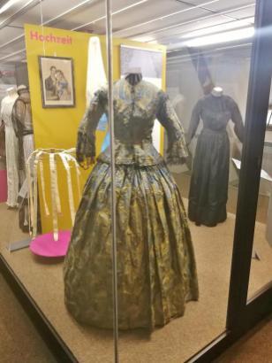 Hochzeitstrachten in der Dauerausstellung