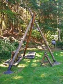 Ein Dreibaum , die einfachste und älteste Bauform eines Schachtgerüsts