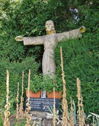 Jesus-Figur unterhalb der ehemaligen Ausflugsgaststätte Heimatblick