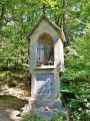 Der St. Matthiaus Bildstock verweist auf die Gründung des Klosters Schwarzenbroich