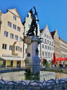 Merkurbrunnen an der Maximilianstraße