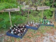 Witziges Ensemble an einem Biergarten in Herrsching