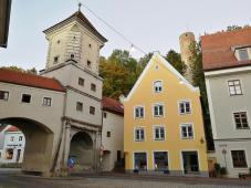 """Stadtmauer am """"Sandauer Tor"""", oben der """"Dachlturm"""""""