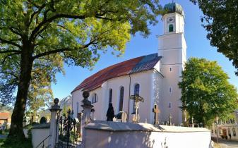 Panoramabild von der Kirche mit Friedhof