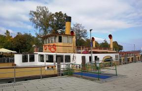 Historisches Dampfschiff im Hafen von Prien