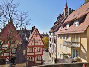 Blick von unterhalb der Burg auf die umliegenden Häuser