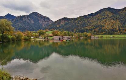 Bootshäuser am Südrand des Schliersees