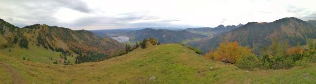 Panoramabild kurz vor dem Einstieg in den steilen Nordgrat des Brecherspitz