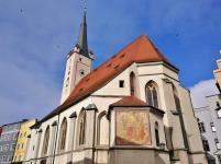 Die Frauenkirche neben dem Rathaus