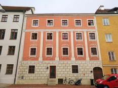Mit Lüftlmalerei verziertes Haus ggü. des alten Kornspeichers