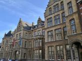 Hitstorisches Gebäude an der Niederschelde hinter der Sint Baafskathedraal