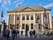 Das Mauritshuis vor dem Eingang zum Binnenhof