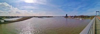 Blick von der Friedrich-Ebert-Brücke zur Ruhrmündung in den Rhein