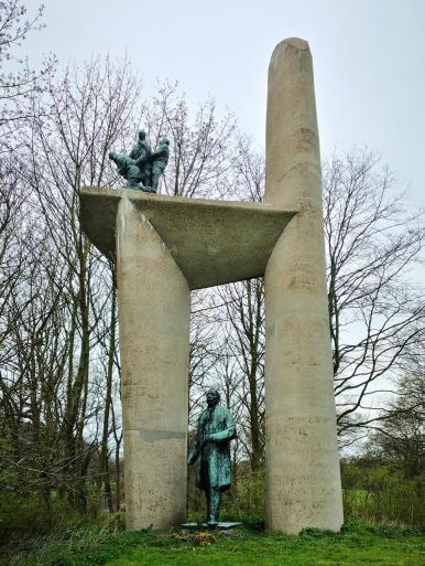 """Die Skulptur """"Troelstra"""" im Westbroekpark erinnert an den Rechtsanwalt und sozialistischen Politiker Pieter Jelles Troelstra, ein Vorkämpfer für die Rechte der Arbeiter"""