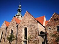 Seitenblick auf die Marienkirche