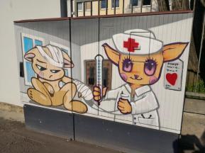 Süßes Graffiti an den Helios-Kliniken im Norden von Erfurt