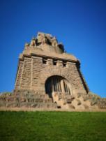 Fünfhundert Stufen führen vom Fuß des Denkmals zum Eingang der Kuppelhalle