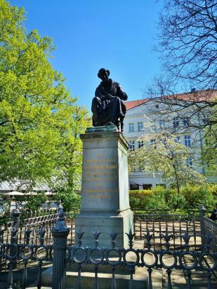 Das Hahnemann-Denkmal am Eingang zur Innenstadt