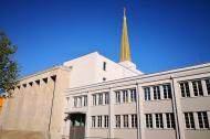 Ehemaliger Russischer Pavillon in der Messehallte 12 des alten Messegeländes mit vergoldetem Turm